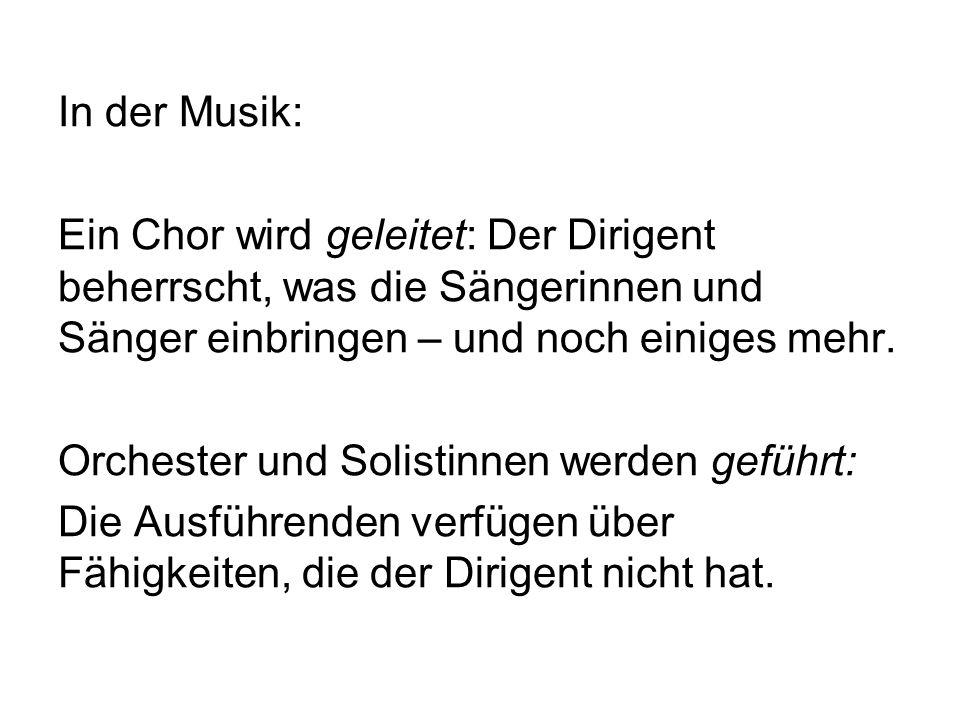 In der Musik: Ein Chor wird geleitet: Der Dirigent beherrscht, was die Sängerinnen und Sänger einbringen – und noch einiges mehr. Orchester und Solist