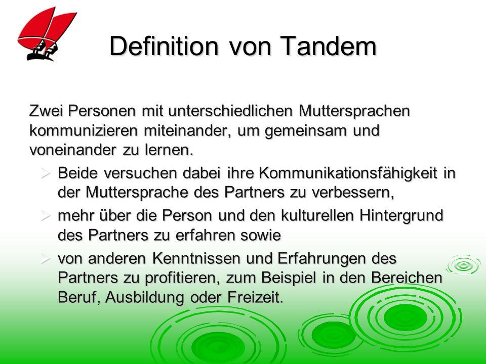Definition von Tandem Zwei Personen mit unterschiedlichen Muttersprachen kommunizieren miteinander, um gemeinsam und voneinander zu lernen.