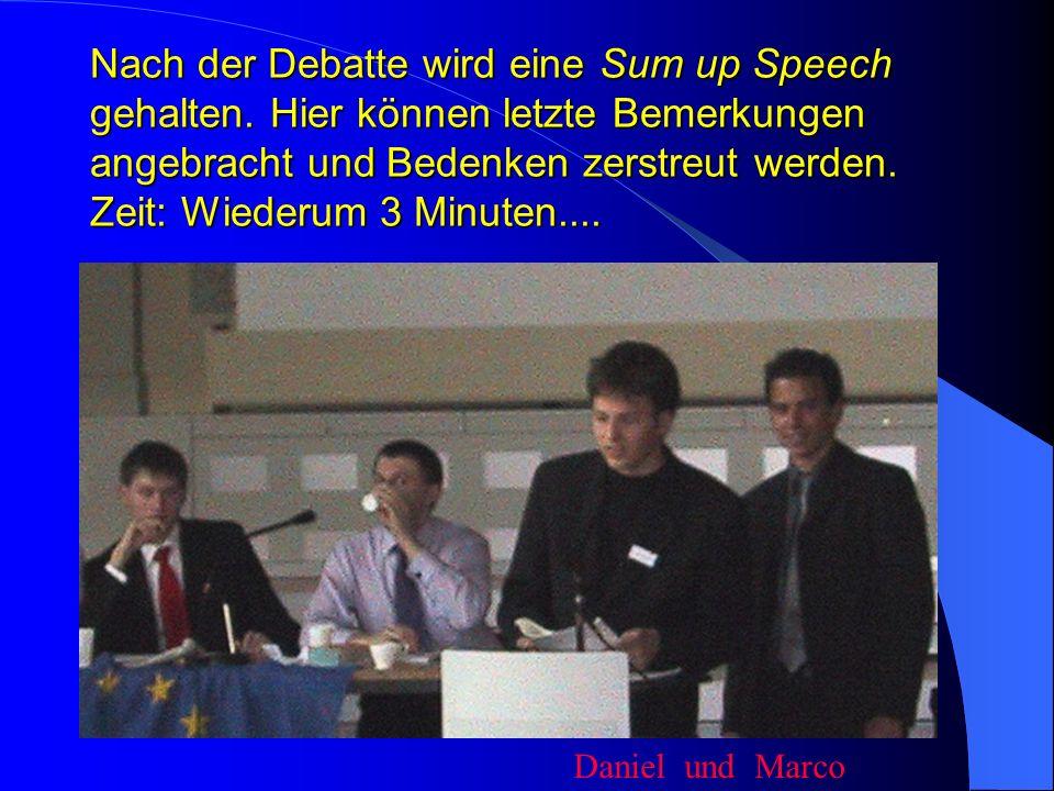 Dann wird eine Defence Speech vorgetragen. Es gilt die Delegierten zu überzeugen.