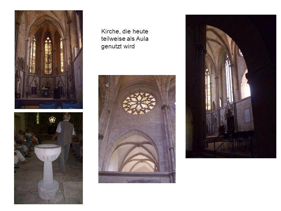 Kirche, die heute teilweise als Aula genutzt wird