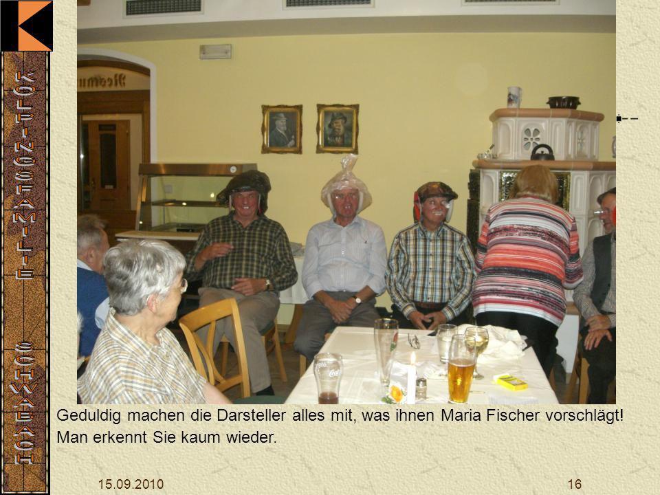 15.09.201016 Geduldig machen die Darsteller alles mit, was ihnen Maria Fischer vorschlägt.