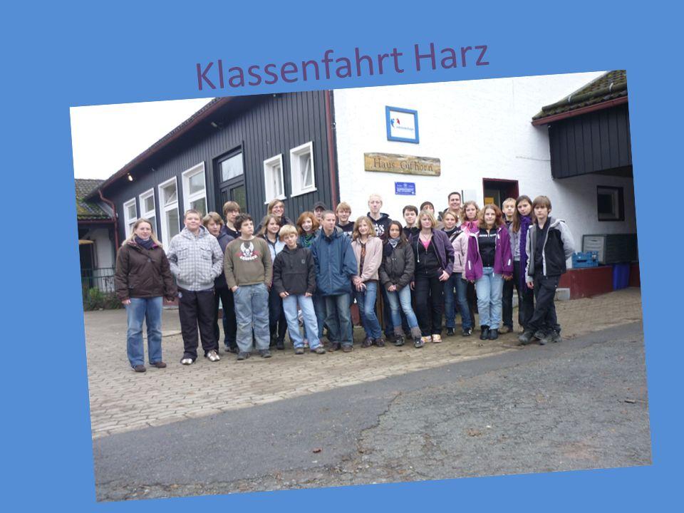 Die Busfahrt Um 7.15 trafen wir uns am Parkplatz unserer Schule.