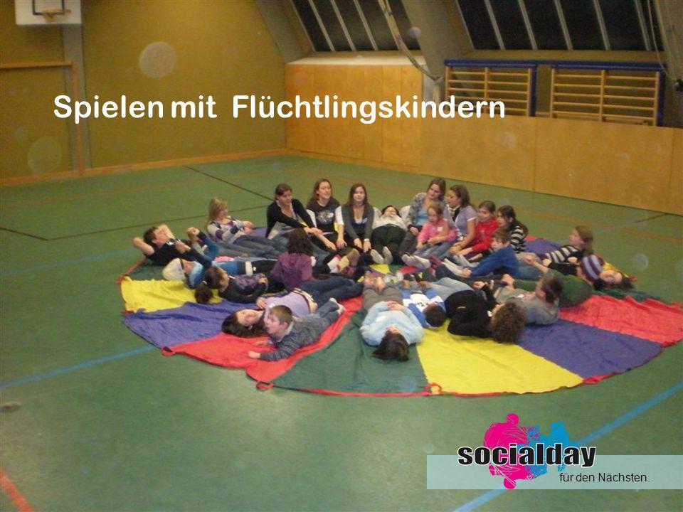 Spielen mit Flüchtlingskindern für den Nächsten.