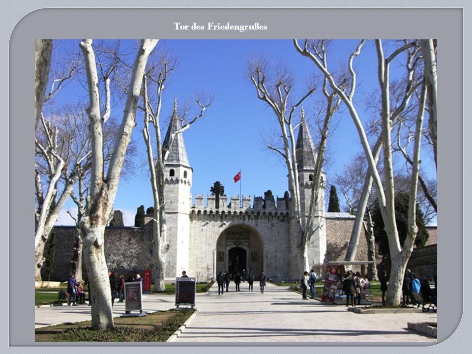 Hagia Sophia Museum ( Ayasofya Müzesi) wurde Ende 537 nach der Fertigstellung geweiht und vom Ökumenischen Patriarchat als Kirche genutzt bis zum Fall von Konstantinopel.