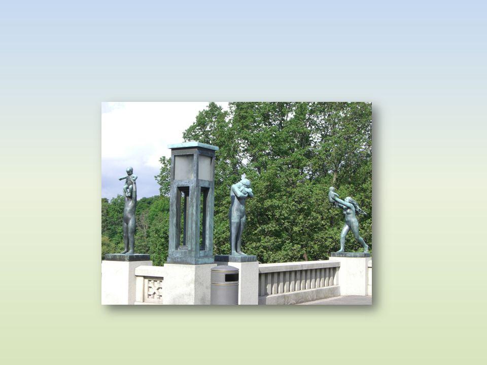 Die Bronzefiguren auf der linken Seite der Brücke stellen Menschen von der Entstehung bis zum Alter dar.