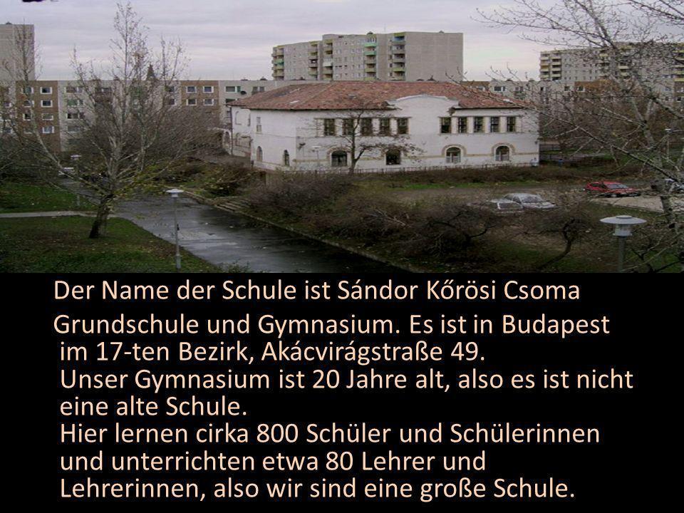 Der Name der Schule ist Sándor Kőrösi Csoma Grundschule und Gymnasium.