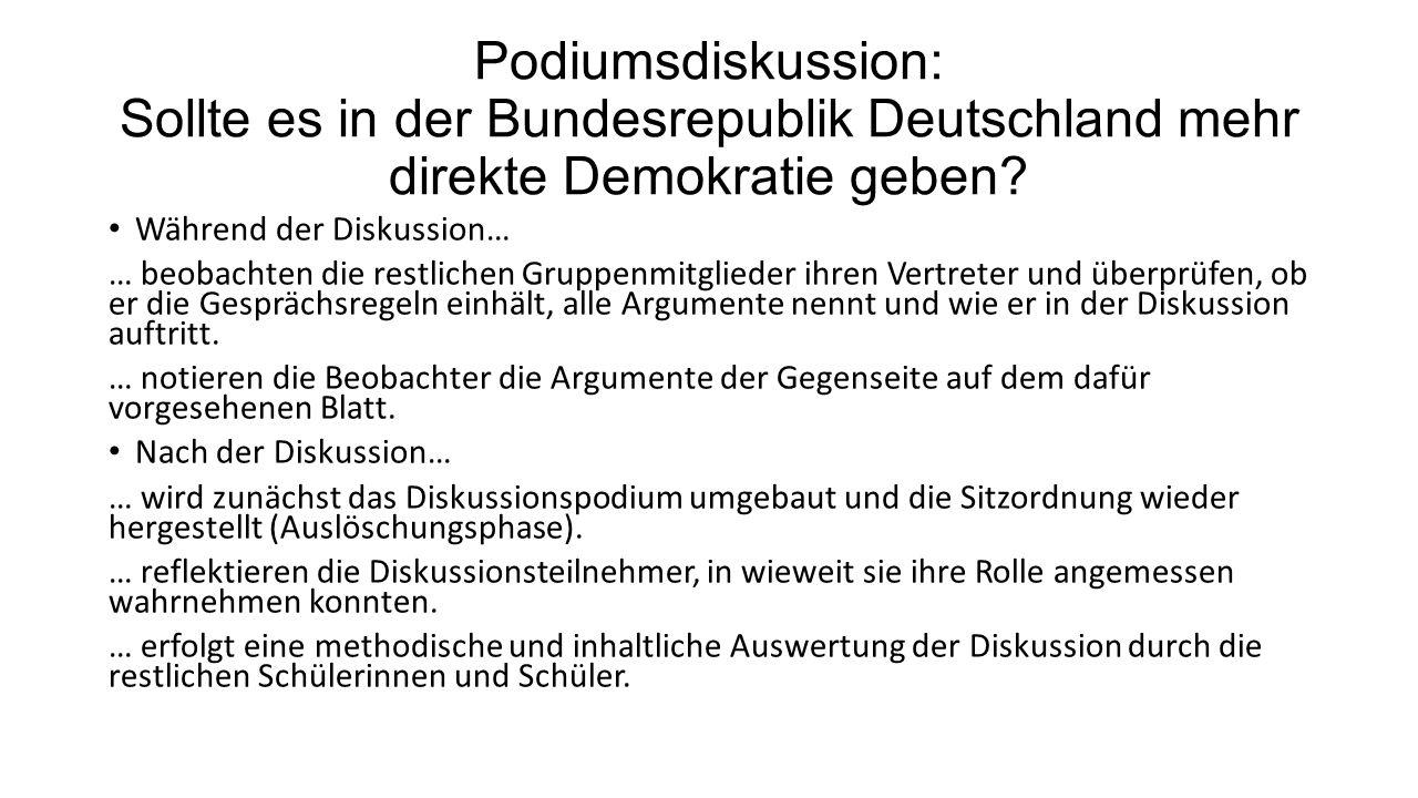 Podiumsdiskussion: Sollte es in der Bundesrepublik Deutschland mehr direkte Demokratie geben? Während der Diskussion… … beobachten die restlichen Grup