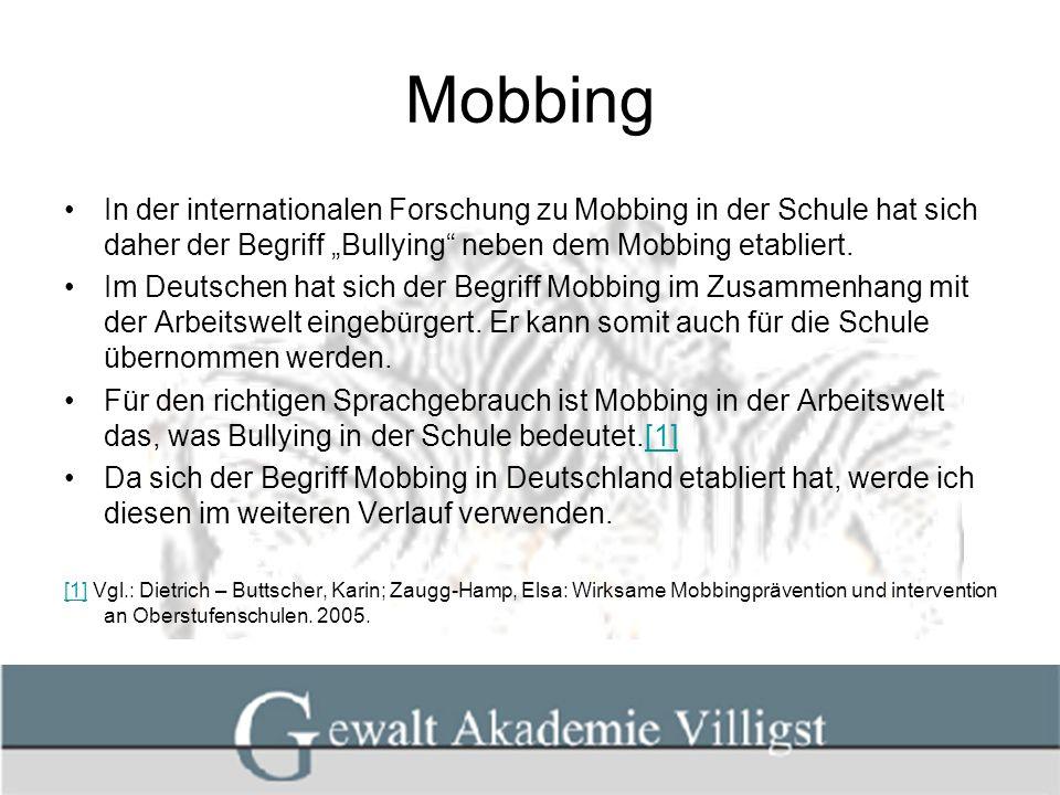 Mobbing In weiterführenden Schulen werden durchschnittlich einer von sieben Schülern manchmal und eins von 25 Kindern ein oder mehrmals pro Woche schikanösen Handlungen ausgesetzt.[1][1] Nach Experteneinschätzung kommen in Deutschland damit 500.000x pro Woche schikanöse Mobbingattacken auf Schüler und Schülerinnen vor.[2][2] Ziel sollte es sein, eine Anti-Mobbing Kultur aufzubauen, d.h.