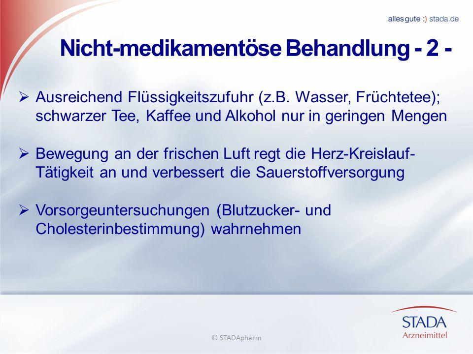 Nicht-medikamentöse Behandlung - 2 - Ausreichend Flüssigkeitszufuhr (z.B. Wasser, Früchtetee); schwarzer Tee, Kaffee und Alkohol nur in geringen Menge