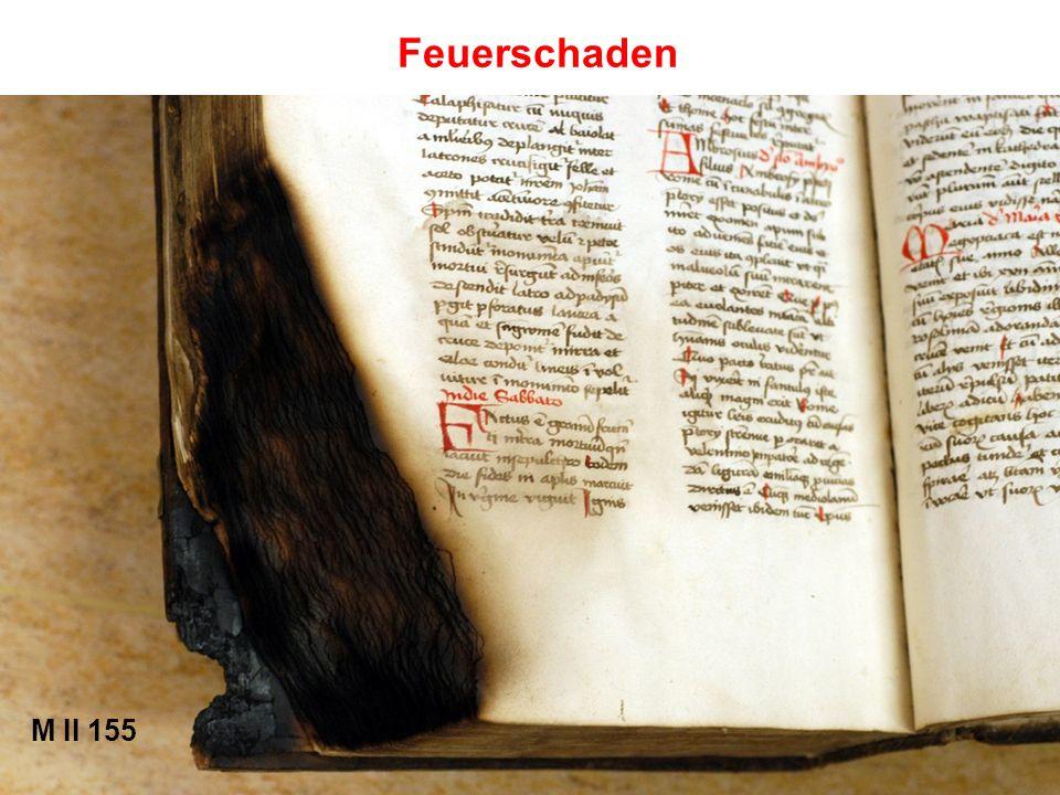 Die Lagen werden in der Buchbinderlade neu gebunden