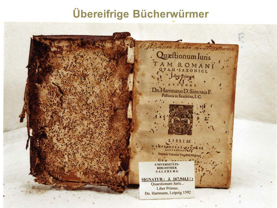 Apropos Bücherwürmer: Heute gibt es keine aktiven Bücherwürmer (Larven verschiedener Nagekäferarten) mehr an der Universitätsbibliothek Salzburg.