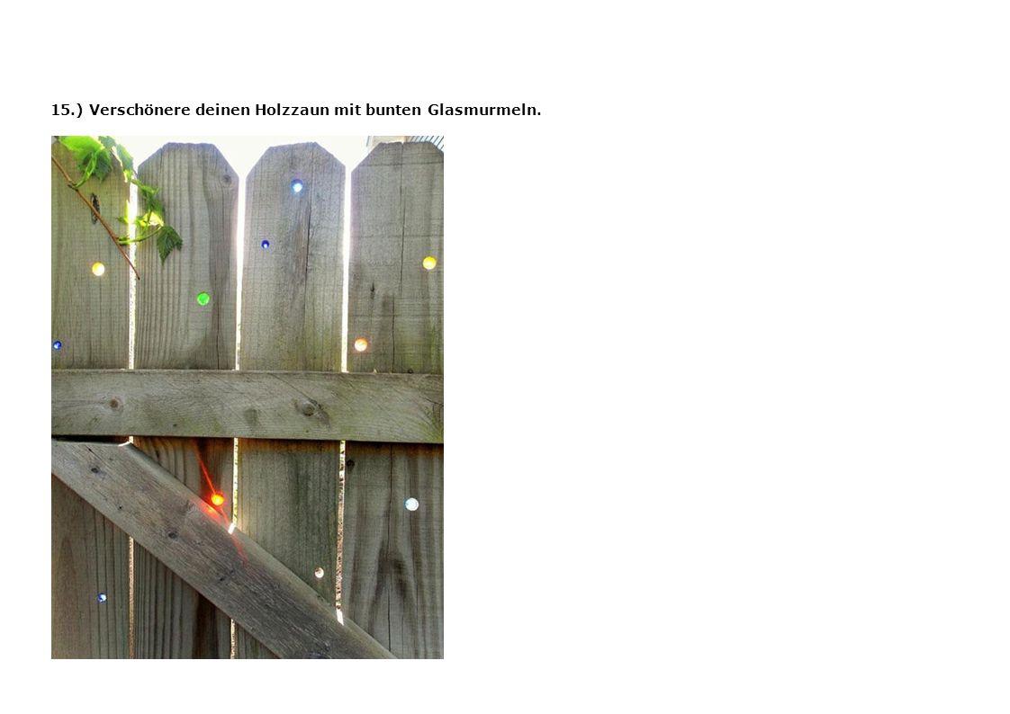 15.) Verschönere deinen Holzzaun mit bunten Glasmurmeln.