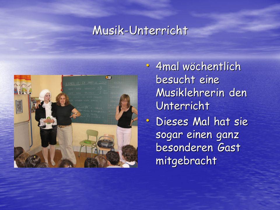 Musik-Unterricht 4mal wöchentlich besucht eine Musiklehrerin den Unterricht 4mal wöchentlich besucht eine Musiklehrerin den Unterricht Dieses Mal hat sie sogar einen ganz besonderen Gast mitgebracht Dieses Mal hat sie sogar einen ganz besonderen Gast mitgebracht