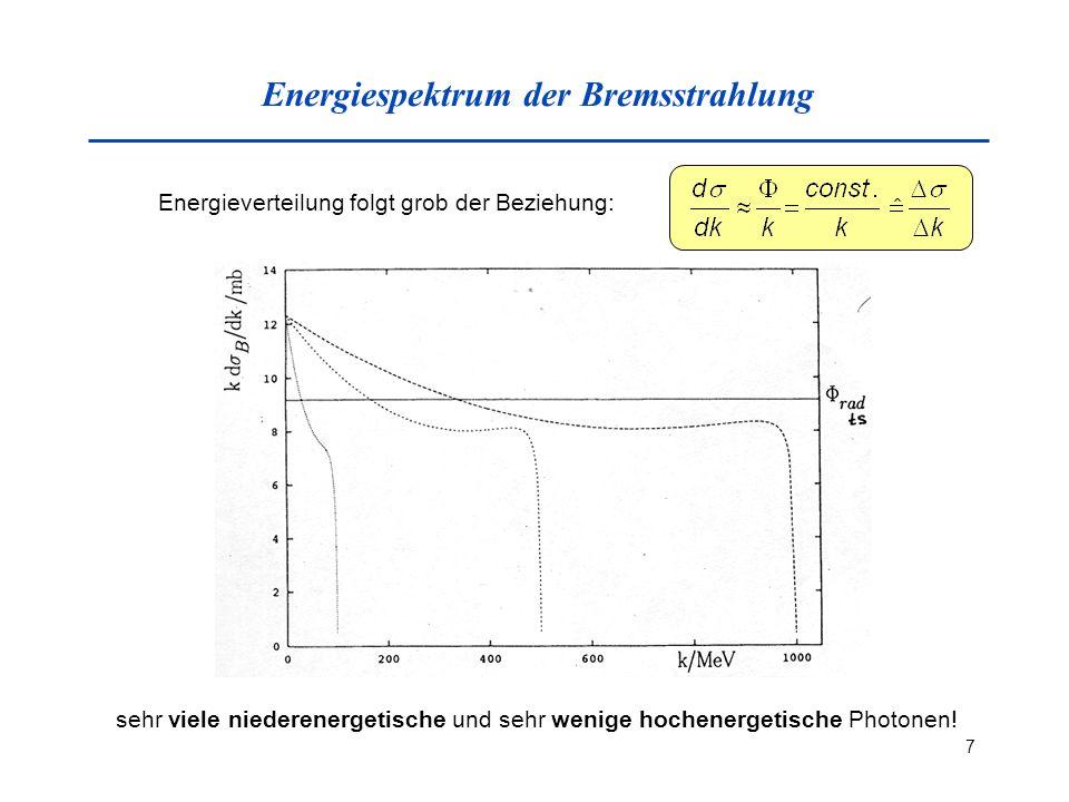 7 Energiespektrum der Bremsstrahlung Energieverteilung folgt grob der Beziehung: sehr viele niederenergetische und sehr wenige hochenergetische Photonen!