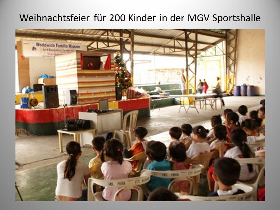 Weihnachtsfeier für 200 Kinder in der MGV Sportshalle