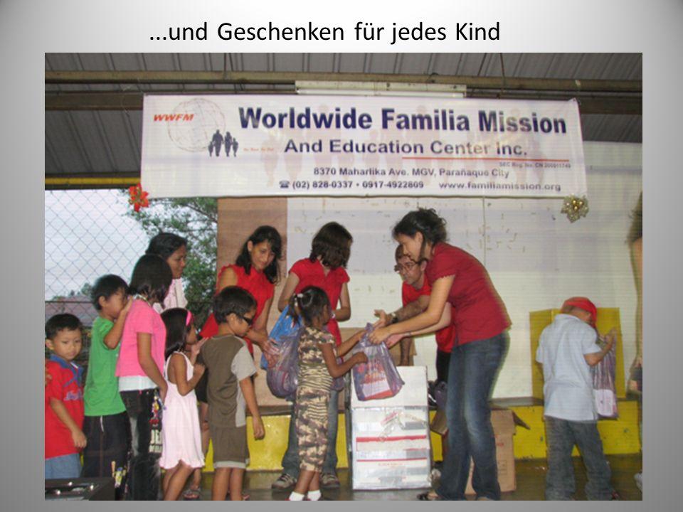 ...und Geschenken für jedes Kind