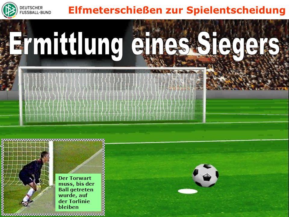 Elfmeterschießen zur Spielentscheidung Der Torwart muss, bis der Ball getreten wurde, auf der Torlinie bleiben