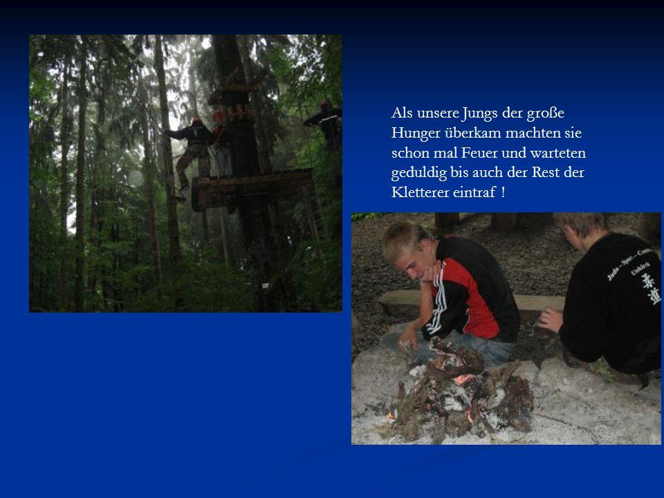 Als unsere Jungs der große Hunger überkam machten sie schon mal Feuer und warteten geduldig bis auch der Rest der Kletterer eintraf !