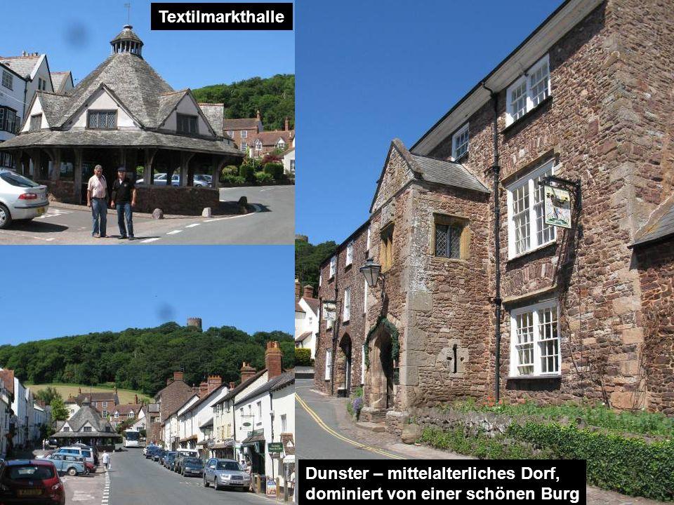 Dunster – mittelalterliches Dorf, dominiert von einer schönen Burg Textilmarkthalle