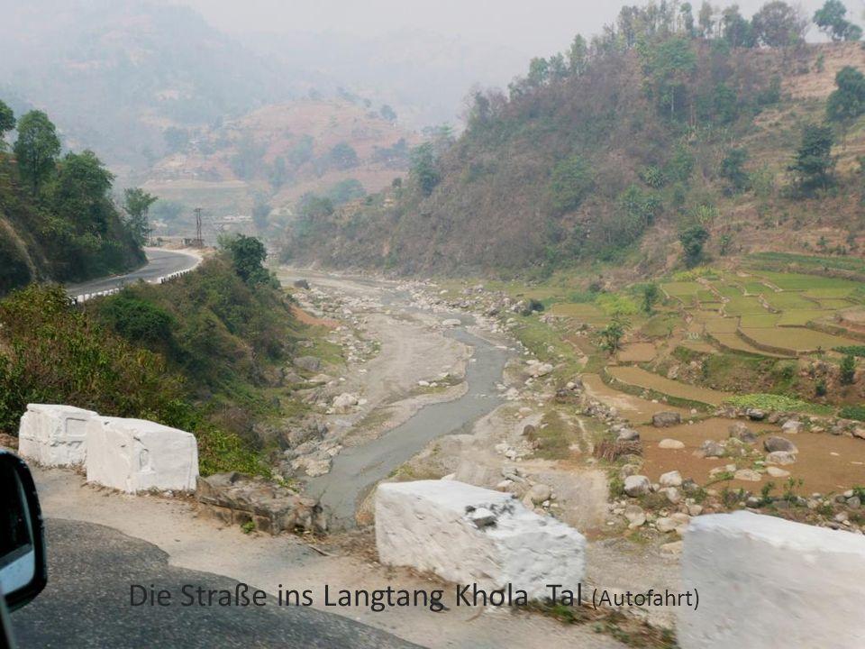 Die Straße ins Langtang Khola Tal (Autofahrt)