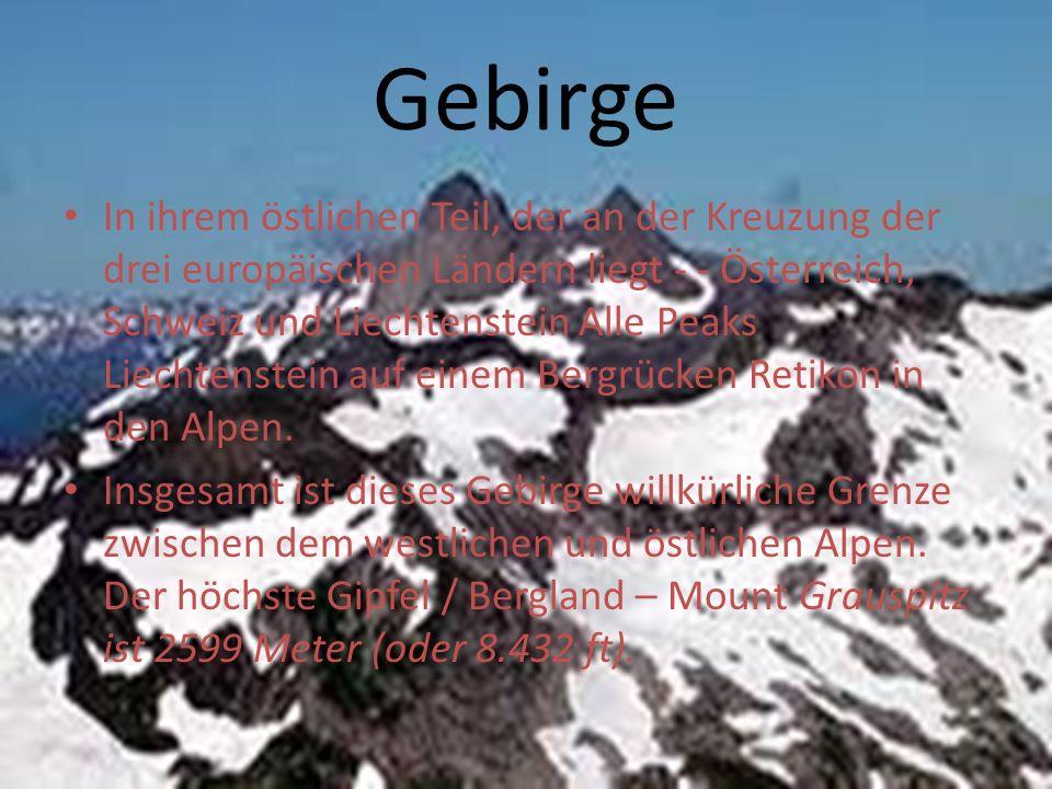 Gebirge In ihrem östlichen Teil, der an der Kreuzung der drei europäischen Ländern liegt - - Österreich, Schweiz und Liechtenstein Alle Peaks Liechtenstein auf einem Bergrücken Retikon in den Alpen.
