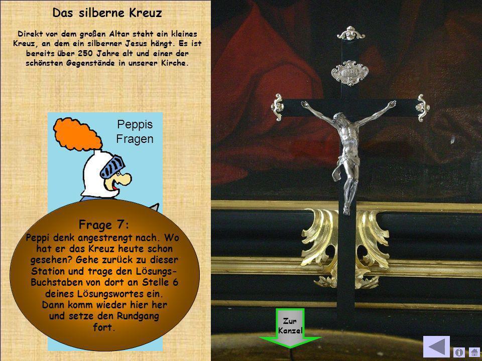 Das silberne Kreuz Direkt vor dem großen Altar steht ein kleines Kreuz, an dem ein silberner Jesus hängt. Es ist bereits über 250 Jahre alt und einer