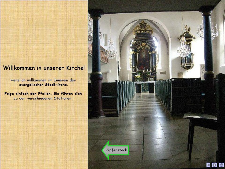 Willkommen in unserer Kirche! Herzlich willkommen im Inneren der evangelischen Stadtkirche. Folge einfach den Pfeilen. Sie führen dich zu den verschie