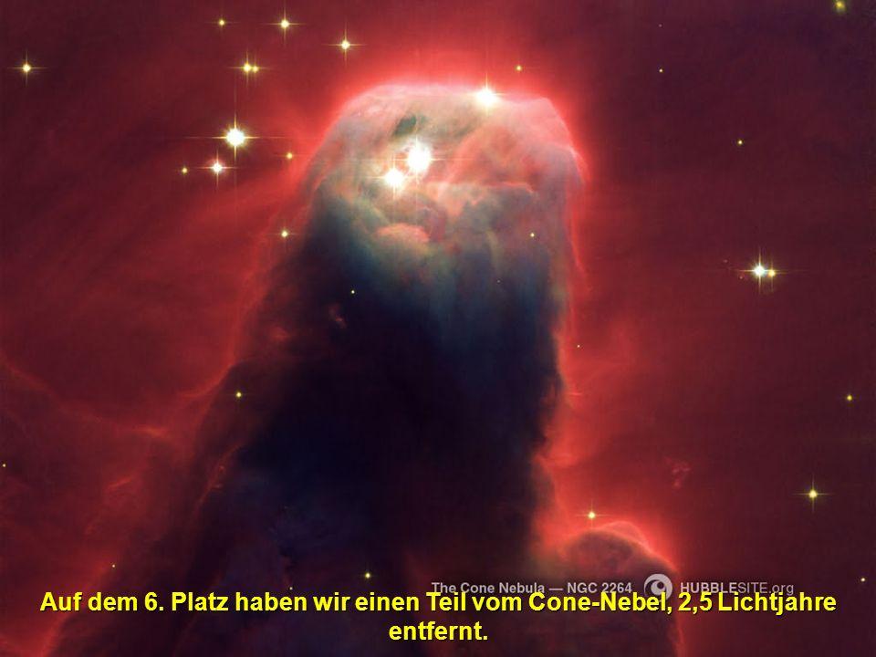 Auf dem 5.Platz ist der Stundenglas-Nebel, 8000 Lichtjahre entfernt.