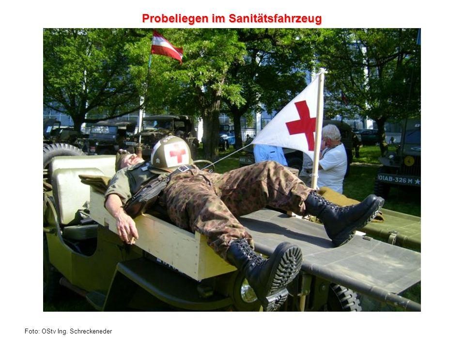 Foto: OStv Ing. Schreckeneder Probeliegen im Sanitätsfahrzeug