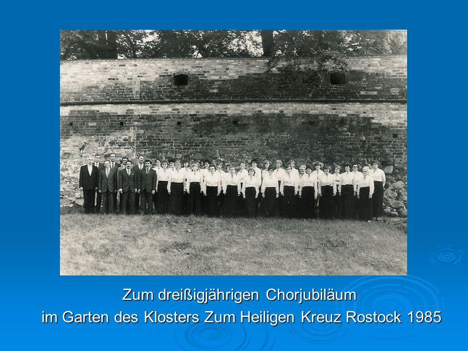 Zum dreißigjährigen Chorjubiläum im Garten des Klosters Zum Heiligen Kreuz Rostock 1985 im Garten des Klosters Zum Heiligen Kreuz Rostock 1985