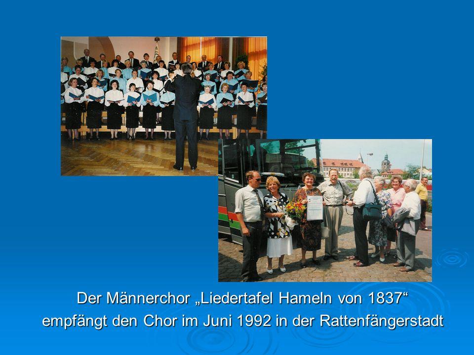 Der Männerchor Liedertafel Hameln von 1837 empfängt den Chor im Juni 1992 in der Rattenfängerstadt