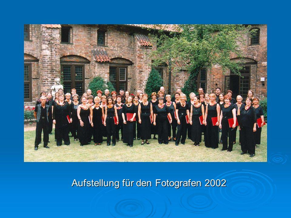Aufstellung für den Fotografen 2002