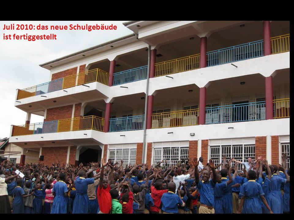 Juli 2010: das neue Schulgebäude ist fertiggestellt
