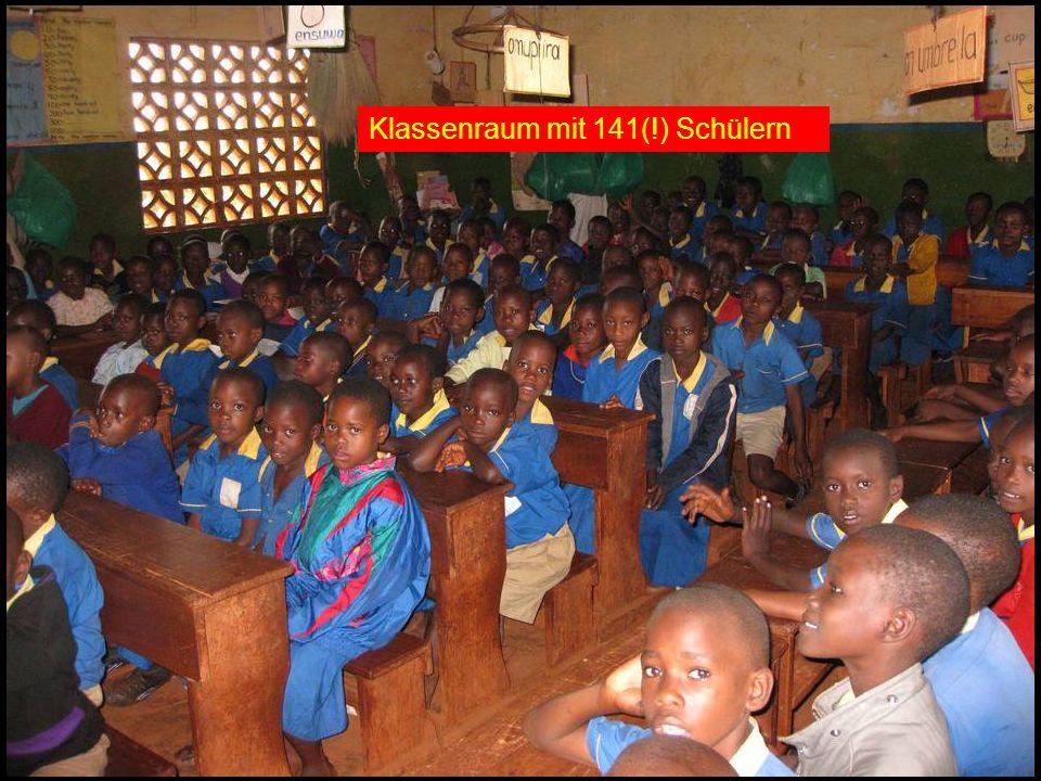 Klassenraum mit 141(!) Schülern