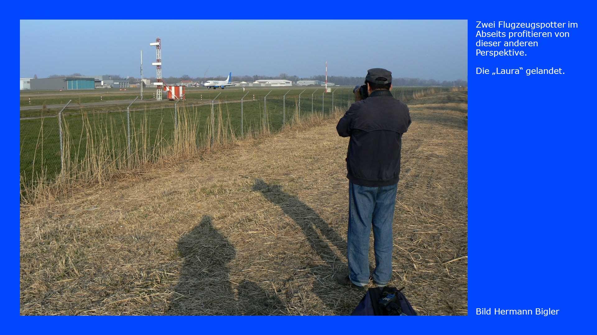 Bild Hermann Bigler Zwei Flugzeugspotter im Abseits profitieren von dieser anderen Perspektive.