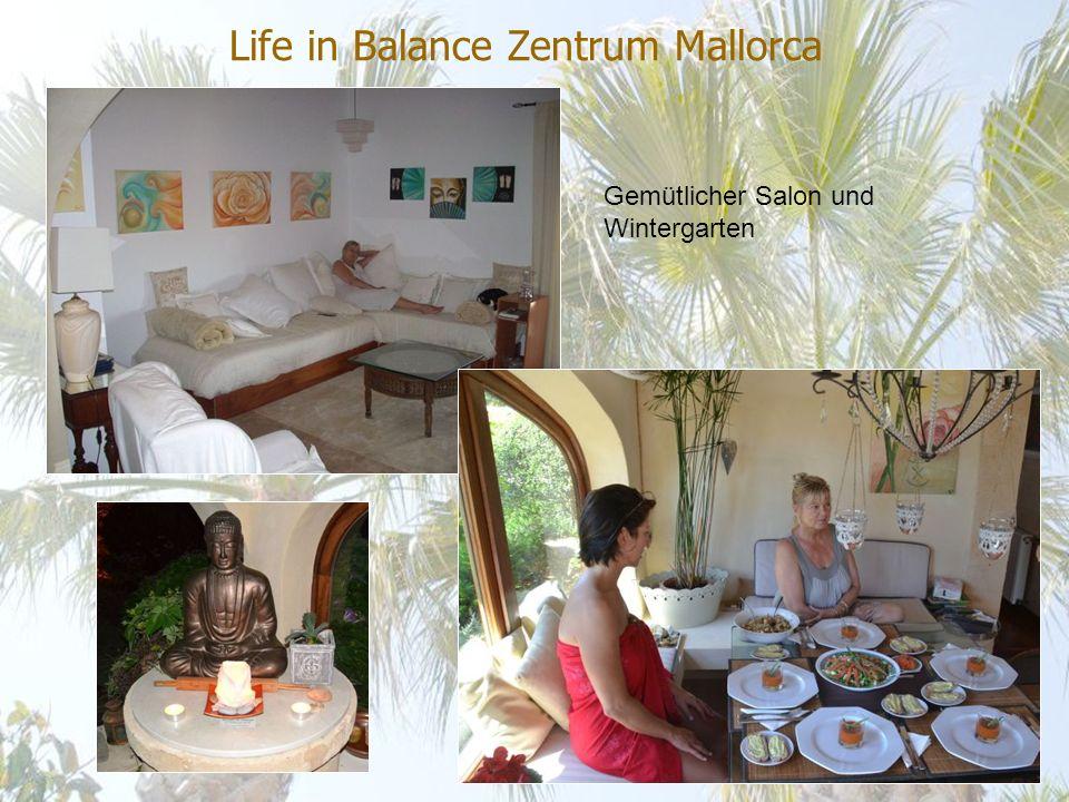 Life in Balance Zentrum Mallorca Gemütlicher Salon und Wintergarten