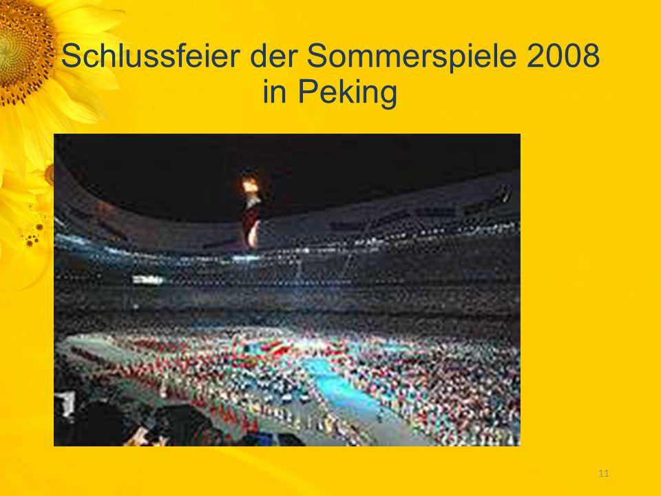 Der Höhepunkt einer Eröffnungsfeier ist jeweils das Entzünden des Olympischen Feuers, hier Paavo Nurmi 1952 im Olympiastadion von Helsinki. 10