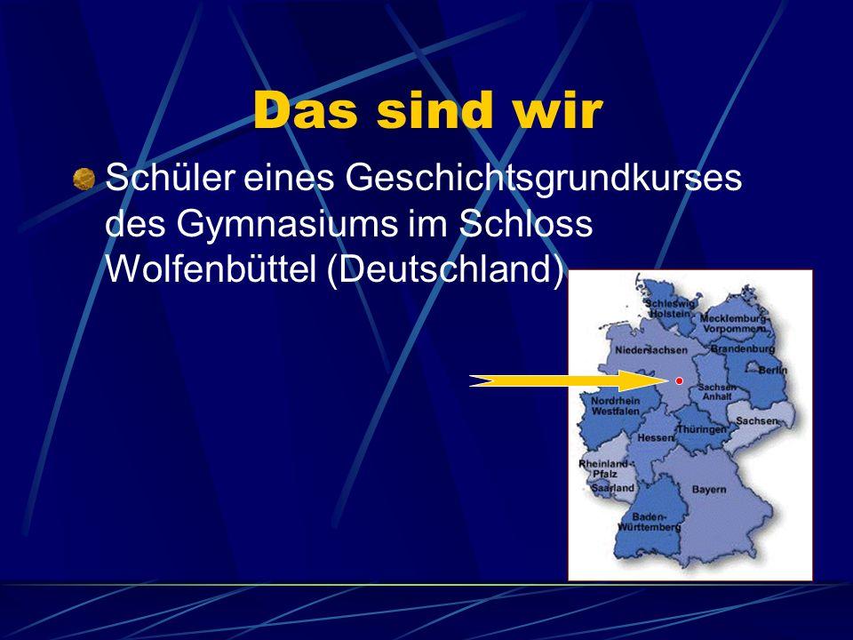 Das sind wir Schüler eines Geschichtsgrundkurses des Gymnasiums im Schloss Wolfenbüttel (Deutschland)
