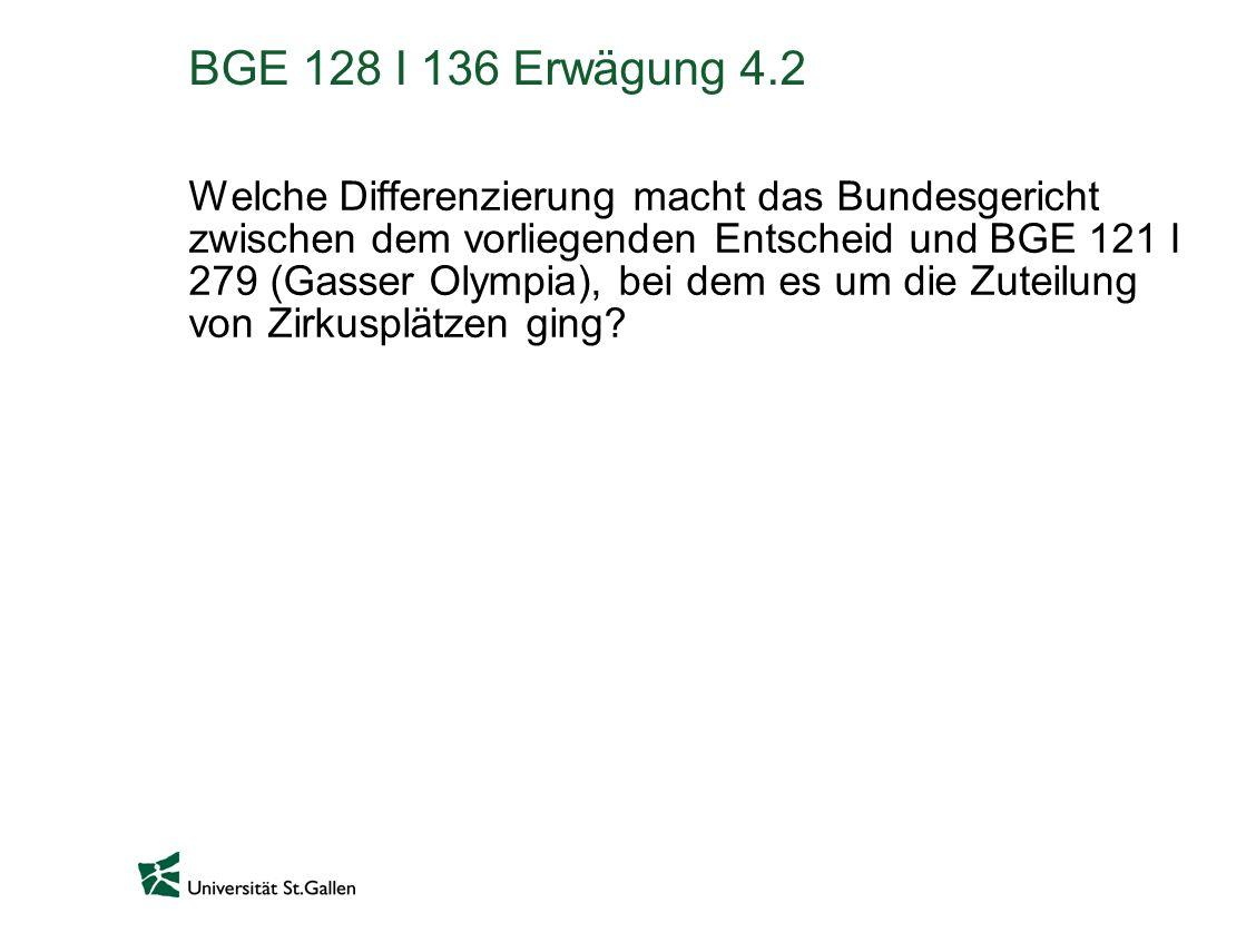 BGE 128 I 136 Erwägung 4.2 Welche Differenzierung macht das Bundesgericht zwischen dem vorliegenden Entscheid und BGE 121 I 279 (Gasser Olympia), bei dem es um die Zuteilung von Zirkusplätzen ging?
