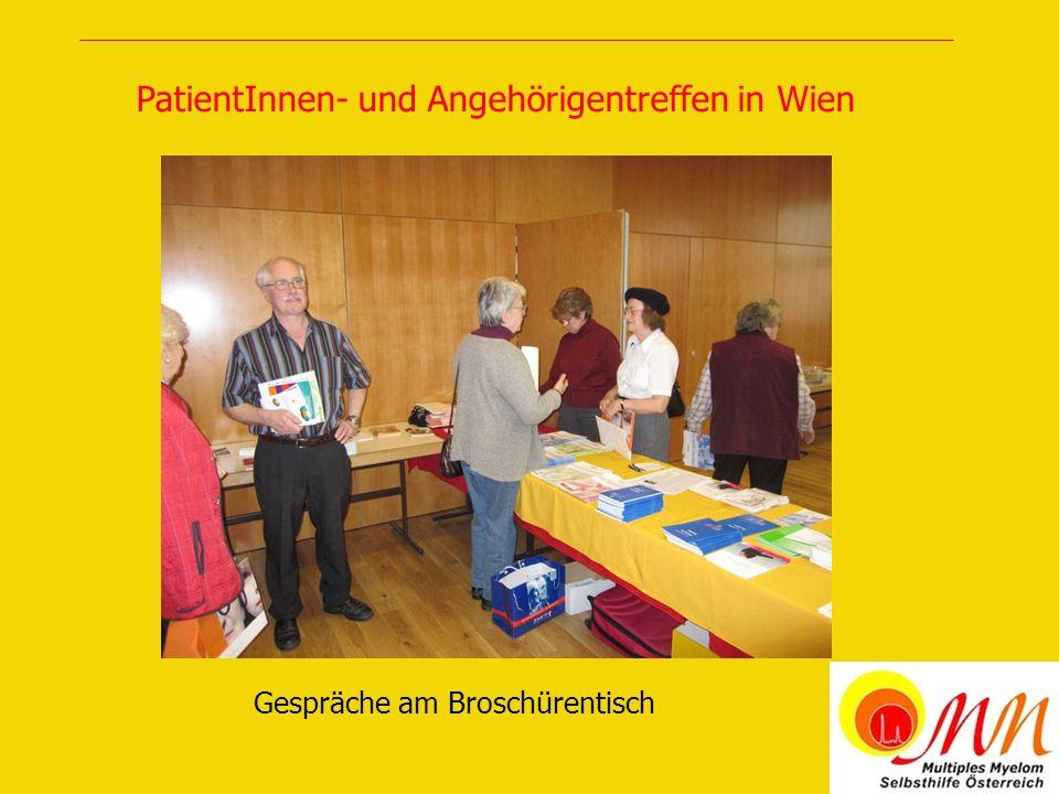 Gespräche am Broschürentisch PatientInnen- und Angehörigentreffen in Wien
