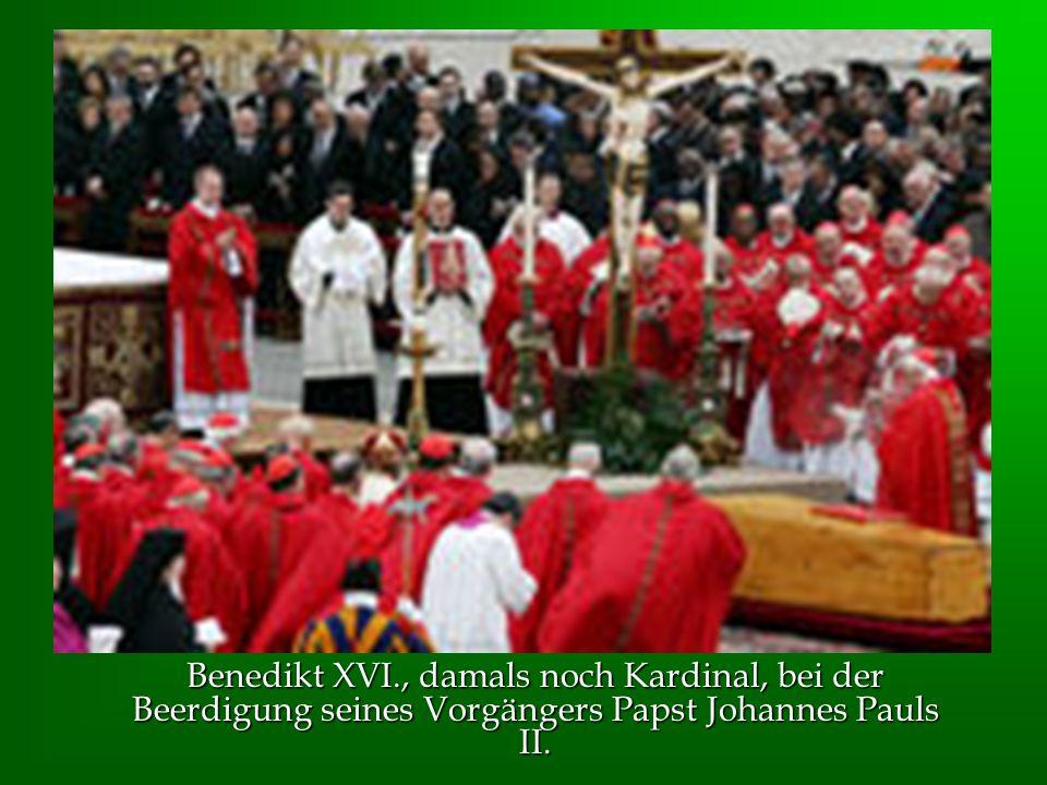 Benedikt XVI., damals noch Kardinal, bei der Beerdigung seines Vorgängers Papst Johannes Pauls II.
