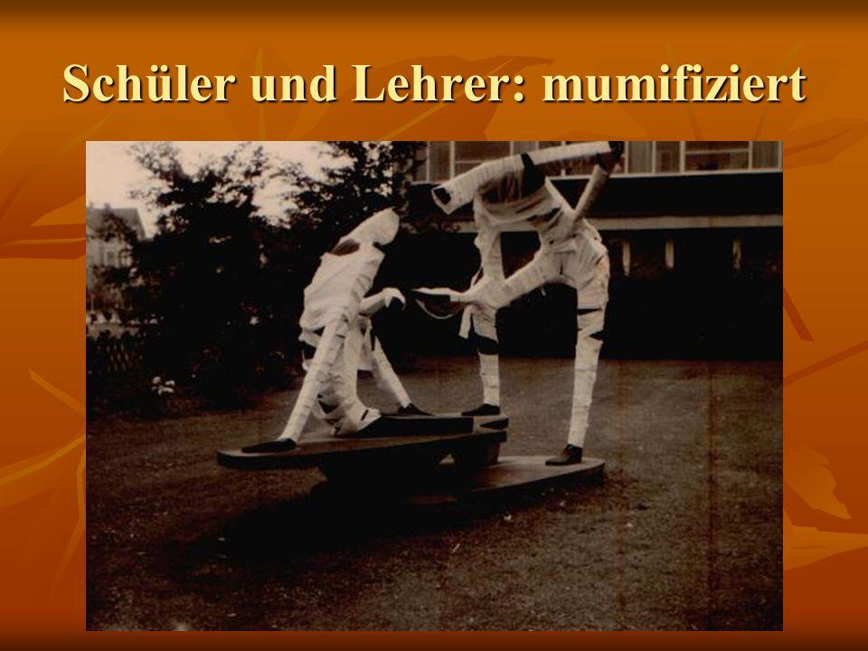 Schüler und Lehrer: mumifiziert