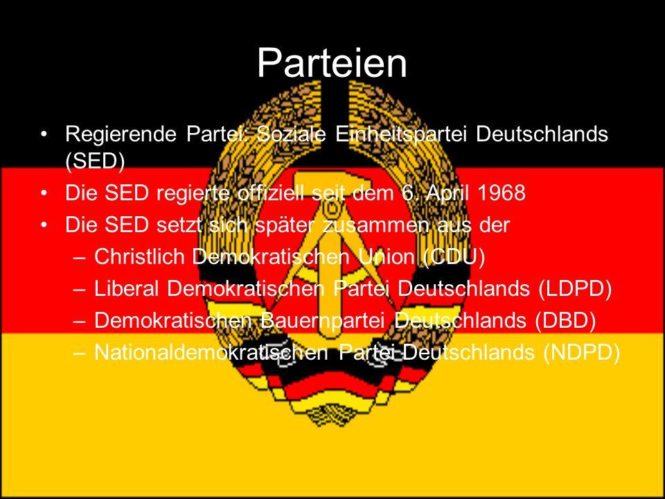 Parteien Regierende Partei: Soziale Einheitspartei Deutschlands (SED) Die SED regierte offiziell seit dem 6. April 1968 Die SED setzt sich später zusa