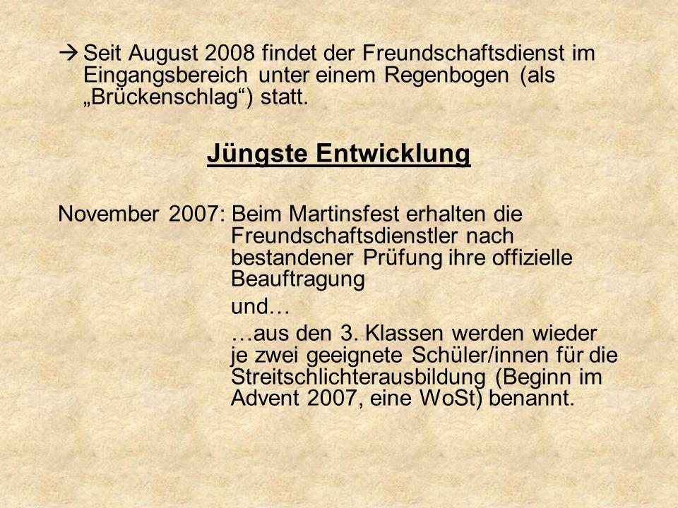 Seit August 2008 findet der Freundschaftsdienst im Eingangsbereich unter einem Regenbogen (als Brückenschlag) statt. Jüngste Entwicklung November 2007