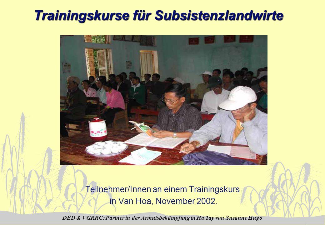 DED & VGRRC: Partner in der Armutsbekämpfung in Ha Tay von Susanne Hugo Trainingskurse für Subsistenzlandwirte Teilnehmer/Innen an einem Trainingskurs in Van Hoa, November 2002.