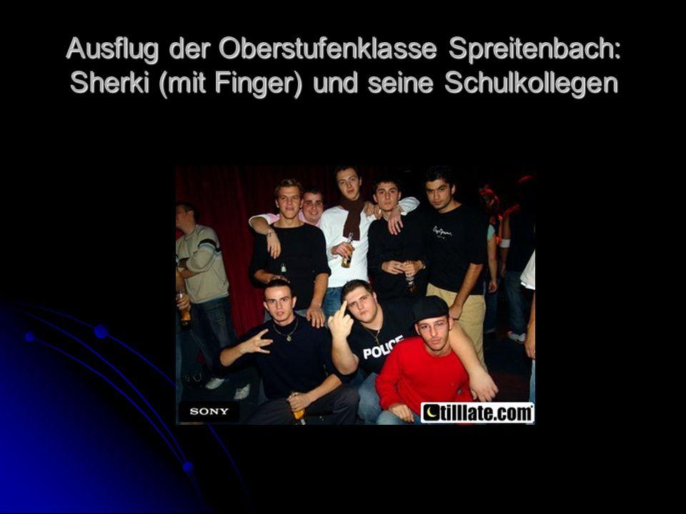 Ausflug der Oberstufenklasse Spreitenbach: Sherki (mit Finger) und seine Schulkollegen