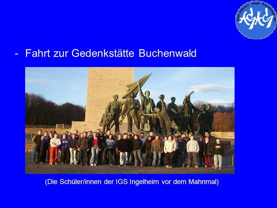 -Fahrt zur Gedenkstätte Buchenwald (Die Schüler/innen der IGS Ingelheim vor dem Mahnmal)