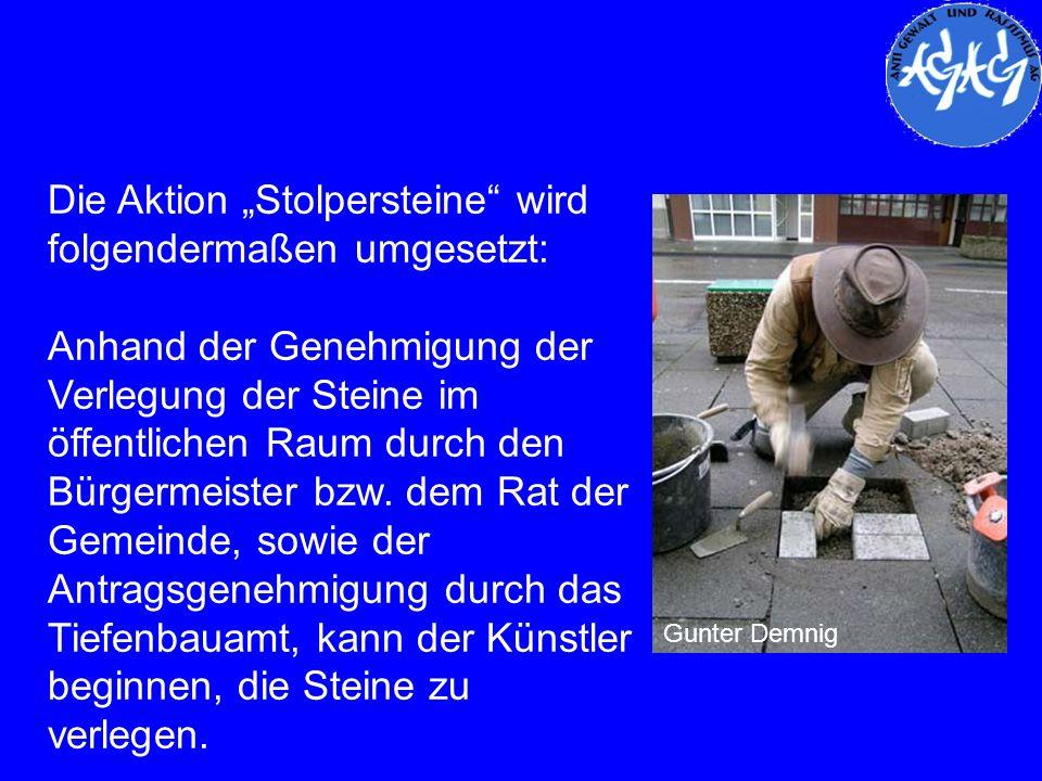 Die Aktion Stolpersteine wird folgendermaßen umgesetzt: Anhand der Genehmigung der Verlegung der Steine im öffentlichen Raum durch den Bürgermeister b
