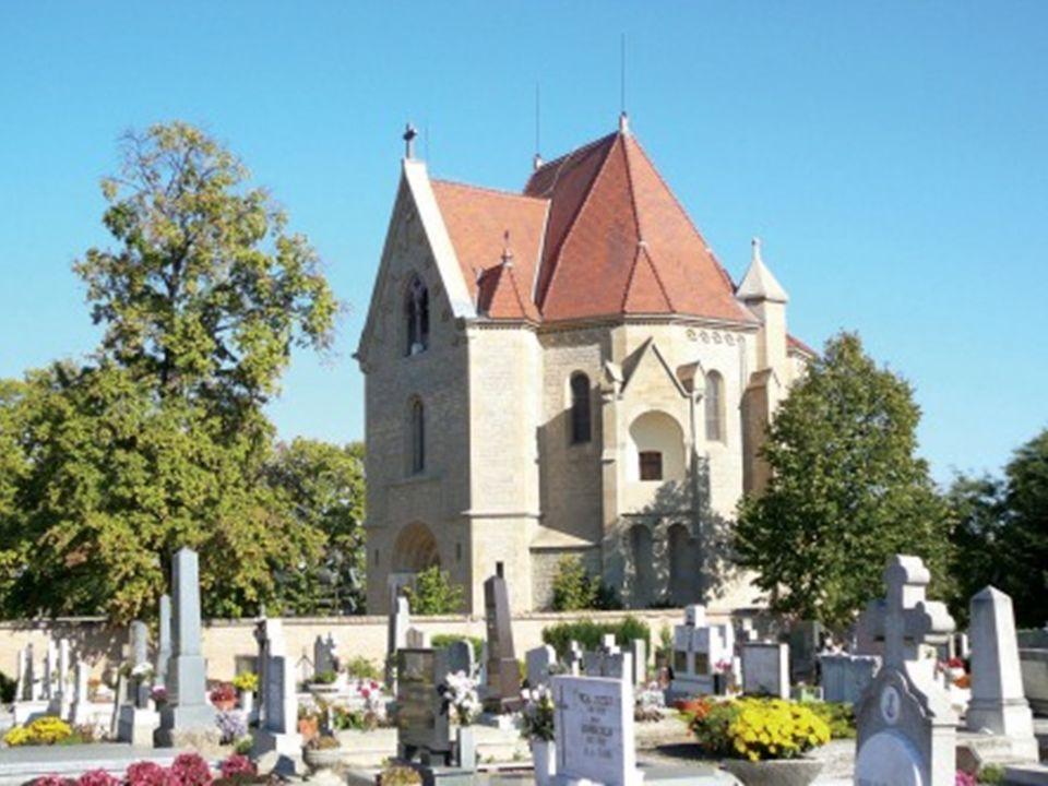 In Bóly gibt es zwei Kirchen.Die neuere haben die Reformierten gabaut.
