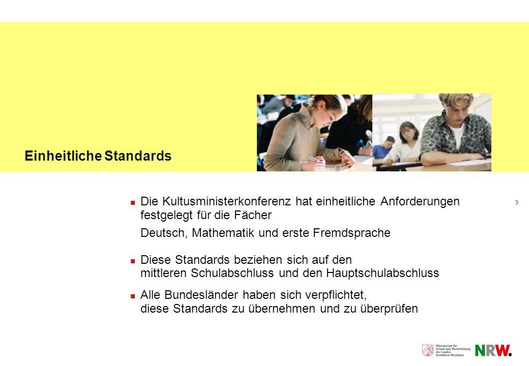 3 Einheitliche Standards Die Kultusministerkonferenz hat einheitliche Anforderungen festgelegt für die Fächer Deutsch, Mathematik und erste Fremdsprache Diese Standards beziehen sich auf den mittleren Schulabschluss und den Hauptschulabschluss Alle Bundesländer haben sich verpflichtet, diese Standards zu übernehmen und zu überprüfen